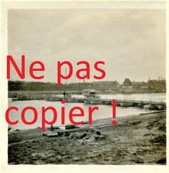 PHOTO FRANCAISE - UN CAMION TRAVERSANT UN PONT A BATEAUX DU GENIE A COMPIEGNE OISE - GUERRE 1914 1918 - 1914-18