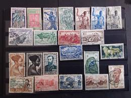Lot 40 Timbres Anciennes Colonies Francaises Avant Indépendance - Collections (sans Albums)