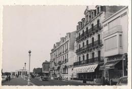 Carte Photo  Les Sables D Olonne  Splendid Hotel à Coté Du Magasin Photo STELLA Sur Le Remblai   (  RARE ) - Sables D'Olonne