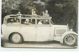 Carte-Photo De Groupe Dans Un Autobus - Gavarnie Ou Lourdes ? - Voitures De Tourisme