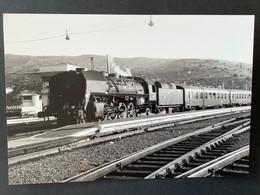 Photo Originale: Locomotive 141R Et Train En Gare De Cerbère En 1968 - Trains