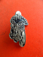 Pins Moto  Noir N° 47 - Motorbikes