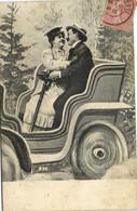 Fantaisie Couple S'embrassant  Dans Une Bien Belle Voiture RV - Paare