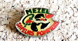Pin's SAPEURS POMPIERS - SP De MEZEL 63 - Verni époxy - Fabricant Inconnu - Bomberos