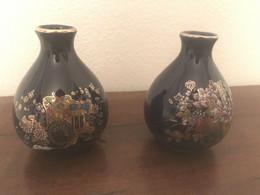 Coppia Di Vasi Fine Cobalt Vintage Decorazione Floreale Rifinite Oro H 9cm - Non Classificati