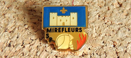 Pin's SAPEURS POMPIERS - SP De MIREFLEURS 63 - Verni époxy - Fabricant Inconnu - Bomberos