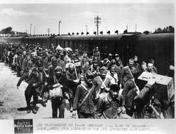 Gare De Chalons  Prisonniers De La Dernière Guerre    (photo 15x20) - 1939-45