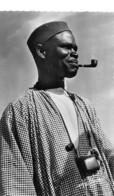 NIGER Zinder Type D'homme Haoussa Fumant La Pipe Et Boîte à Tabac édition Landowski Dakar N° 20   \ML4027 - Niger