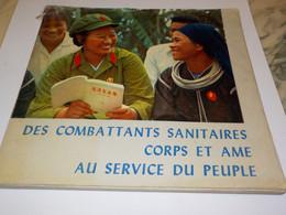 LIVRE DES COMBATTANTS SANITAIRES CORPS ET AME AU SERVICE DU PEUPLE 1971 - Politique