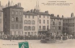15 SAINT FLOUR  La Procession  Sur La Place De La Cathedrale - Saint Flour