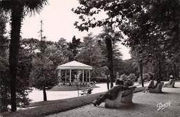 33 - ARCACHON - La Place Des Palmiers - Arcachon