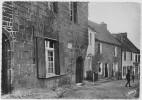 """Cpm CARHAIX : """" Ker Ahès """" Au 1er Plan La Maison Natale De La Tour D'Auvergne Corret ( 29b12 ) - Carhaix-Plouguer"""
