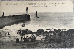 Audierne - Le Mole Et Les Rochers  Du Raoulic - Audierne