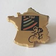 Pin' S  Doré  Sport  CYCLISME  Avec  T D F  Sur  Carte  De  France - Cycling