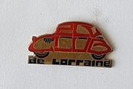 Pin' S  Automobile  CITROËN  2 CV   Rouge  Et  Or  De  LORRAINE - Citroën