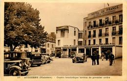 Audierne * Place Et Hôtel De France LE BOUR KERADENNEC * Automobile Voiture Ancienne CITROEN Traction - Audierne