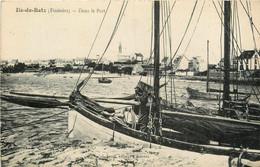 Ile De Batz * Vue De Bateau De Pêche Dans Le Port - Ile-de-Batz