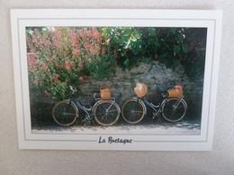 LA BRETAGNE - A Bicyclette - Editions D'Armor - Année 2000 - - Saint-Brieuc