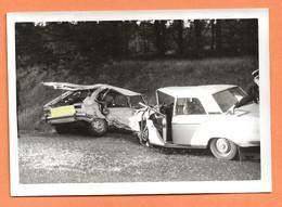 PHOTO ORIGINALE 1972 - ACCIDENT DE VOITURE PEUGEOT 304 CONTRE RENAULT 16 R16 R 16 - CRASH CAR - Auto's