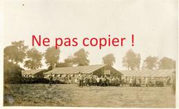 CARTE PHOTO FRANCAISE 322 RIT - BARAQUEMENT ET POILUS AU CAMP DE LA FLAQUE PRES DE BRAY SUR SOMME - GUERRE 1914 1918 - Guerra 1914-18
