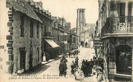 Douarnenez * La Rue Jean Bart * Hôtel De France Et église Du Sacré Coeur * Débit De Tabac Tabacs Cartes Postales - Douarnenez