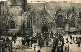 Douarnenez * La Sortie D'une Noce De L'église De Ploaré * Mariage Fête Locale - Douarnenez