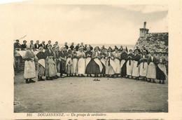Douarnenez * Un Groupe De Sardinières * Femme Du Pays En Coiffe * Sardine Pêche - Douarnenez