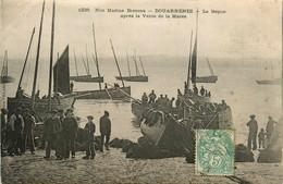 Douarnenez * Le Repos Après La Vente De La Marée * Bateau Pêche Pêcheurs - Douarnenez