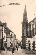 Douarnenez * Rue Ste Hélène Et Vue Sur L'église - Douarnenez