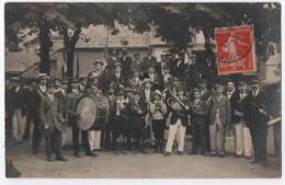 CARTE PHOTO : LA FANFARE D' AZAY LE RIDEAU ( VOIR TEXTE AU VERSO ) - MUSICIENS - ECRITE EN 1914 - RARE ?  - 3 SCANS - - Azay-le-Rideau