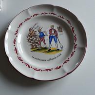 """Baccarat - Meurthe Et Moselle - Assiette Maison """"Vessiere"""" - 1882-1982 - Le Cueilleur Et Le Souffleur De Cristal - Plates"""