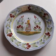 """Quimper - Finistère - Maison """"Henriot"""" - Assiette En Faïence - Costumes Traditionnels - REEDITION Peinte à La Main - Plates"""