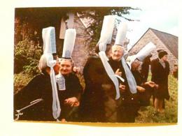 V11-29-finistere--pardon De La Clarte-(combrit) Groupe De Bigoudenes Pres De La Chapelle- - Non Classés