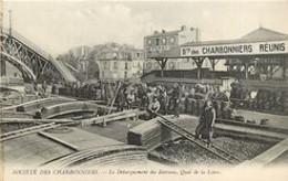 7609 - PARIS 19 - SOCIETE DES CHARBONNIERS / LE DEBARQUEMENT DES BATEAUX QUAI DE LA LOIRE - Arrondissement: 19