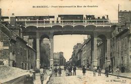 COTES D'ARMOR  SAINT BRIEUC  Pont Traversant La Rue De Gouedic  (train A L'arret ) - Saint-Brieuc