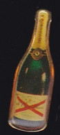 69901- Pin's.Champagne De Castellane. - Boissons