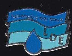 69911- Pin's.Suez Eau France, Anciennement La Lyonnaise Des Eaux - Administrations