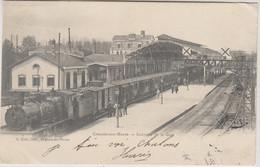 D51 - CHÂLONS SUR MARNE - INTÉRIEUR DE LA GARE - Quelques Personnes Près Du Train - PRECURSEUR - Châlons-sur-Marne