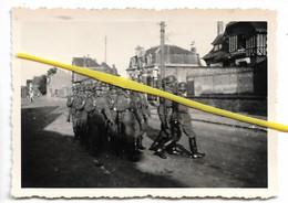 02 088 FLAVY LE MARTEL SOLDATS ALLEMANDS PRISE DE GARDE GRANDE RUE   1940 / 1944 - Sonstige Gemeinden