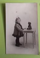 Photo Fille Avec Ours - Photographe A. Louvois Bruxelles - 1917 - 8.5x14cm - Personnes Anonymes