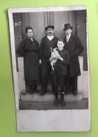 Foto/Photo : Oude Familiefoto Met Hond   Vieille Photo De Famille Avec Chien - 13.5x9cm - Personnes Anonymes