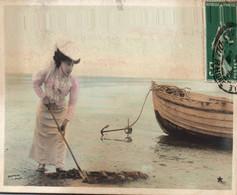 Jolie Jeune Femme En Chapeau Bord De Mer Devant Une Barque De Pêche Carte Marque Etoile Ecrite En 1909 Photo MOREAU - Mujeres