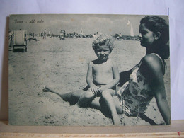 Pesaro - Fano - Spiaggia - Al Sole - Bambino Con La Mamma - Animata - Cartolina D'epoca- Originale - 2 Scans. - Pesaro