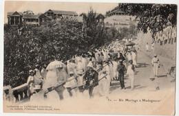 UN MARIAGE A MADAGASCAR COLLECTION DE L'ANNUAIRE COLONIAL NON  CIRCULEE   PRECURSEUR - Madagascar