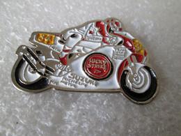 PIN'S    MOTO    SUZUKI  LUCKY STRIKE  KEVIN SCHWANTZ   GRAND PRIX - Motorräder