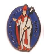 RR211 Pin's Saint Nicolas (Père Noël Du Nord) Comité Des Fêtes Nancy Meurthe Moselle Achat Immédiat - Natale