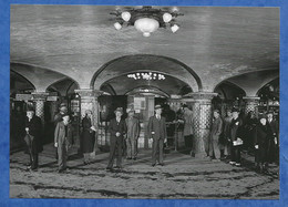 CPM Paris Métro Saint Lazare Rotonde Salle Des Billets Prise De Vue 1934 - CP Contemporaine Photo RATP Vie Du Rail 13/18 - Metro, Stations