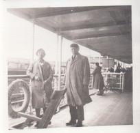Foto Photo ( 6 X 6 Cm ) Oostende Ostende - Dover Boot Bateau Prins Albert 1939 Vrouw Femme Homme Man - Oostende