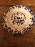 Assiette Moustiers De Collection - Plates
