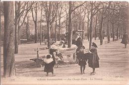 CPA - Scènes Parisiennes - Aux Champs Elyséés : Les Nounous - Parchi, Giardini